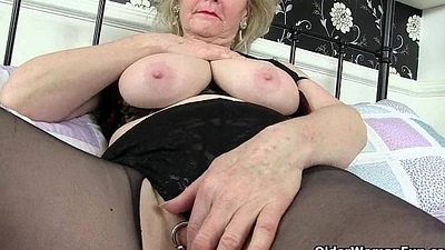 British granny Claire Knight is gratifying her grey cunt