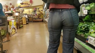 Candid PAWG Mummy with amazing ass