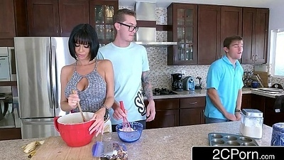 Lonely Mummy Veronica Avluv Wants Banana and Gets Some Non-native Deceitfully