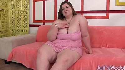 Fat beauty inserts dildo