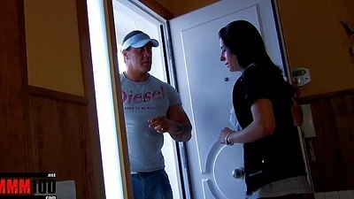 Sweltering housewife gets fucked in make an issue of ass by hot muscled plumber